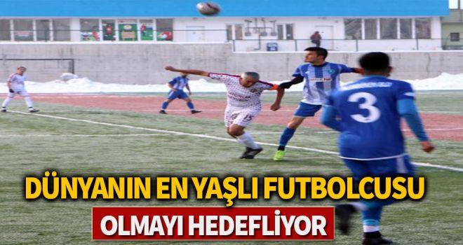 Dünyanın en yaşlı futbolcusu olmayı hedefliyor