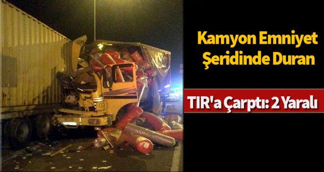 Kamyon emniyet şeridinde duran TIR'a çarptı: 2 yaralı