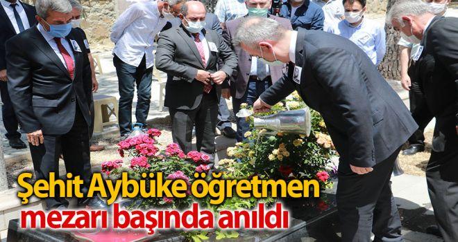 Şehit Aybüke öğretmen, mezarı başında anıldı