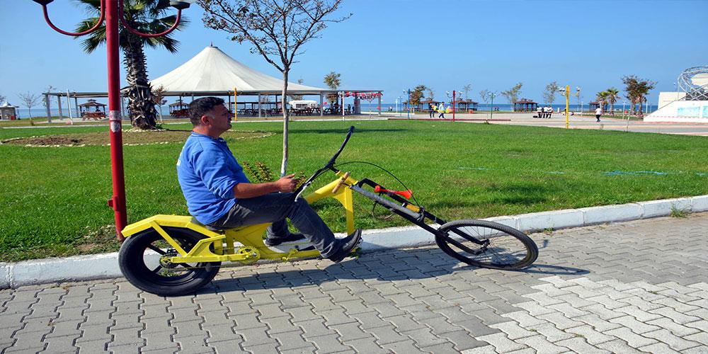 Hurda malzemelerden bisiklet yaptı
