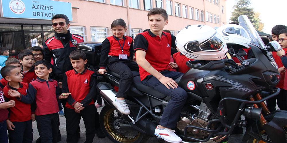 Düzce'de polisler ile öğrencileri kaynaştıran proje