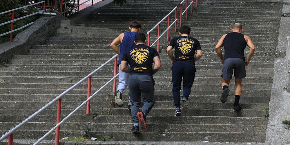 300 basamaklı merdivende antrenman