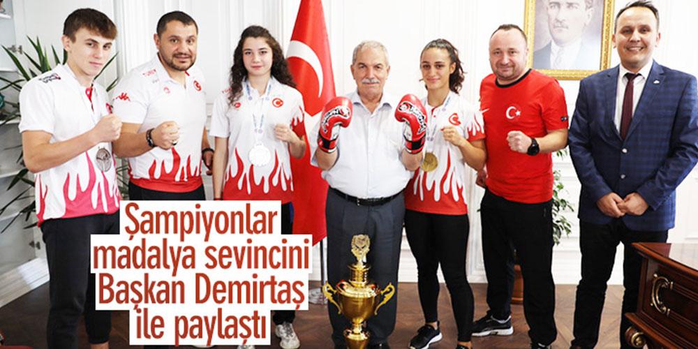 Şampiyonlar madalya sevincini Başkan Demirtaşla paylaştı