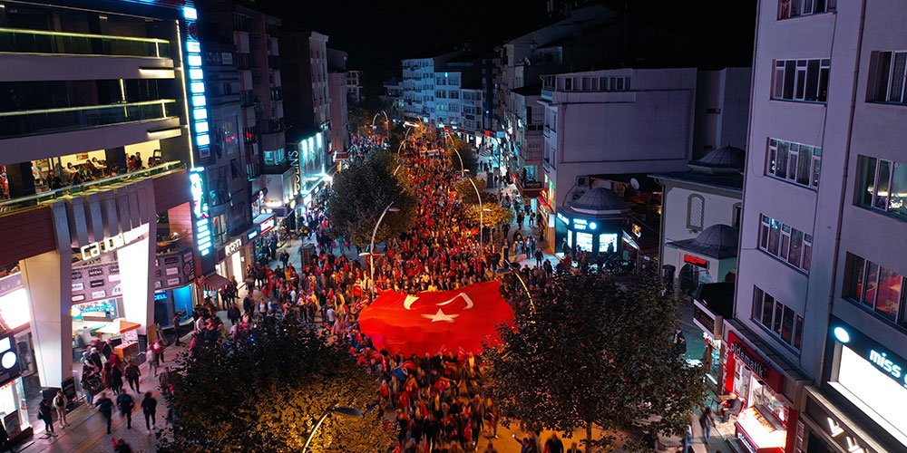 Bolu'da, Barış Pınarı Harekatı'na destek için siyasi parti temsilcileri birlikte yürüdü